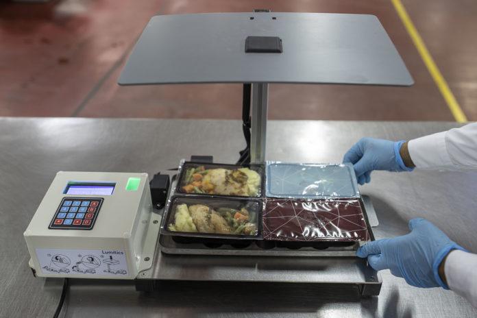 Etihad Airways: l'intelligenza artificiale per ridurre lo spreco di cibo sui voli