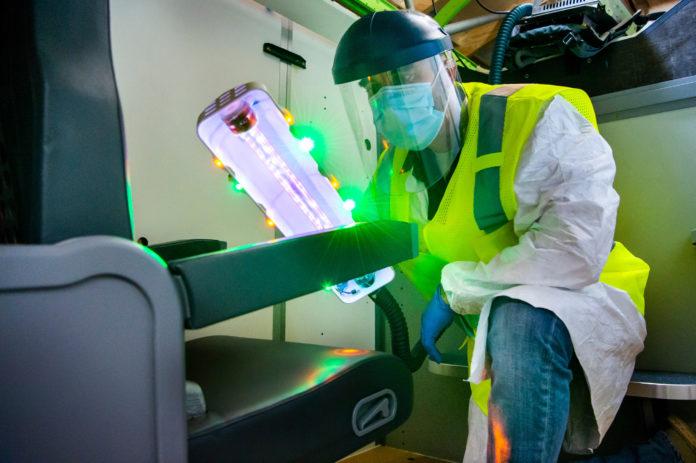 Stick a raggi UV per contrastare il COVID-19, sviluppato da Boeing con Healthe Inc