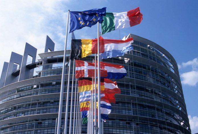 Parlamento Europeo: l'industria navale deve contribuire alla neutralità climatica