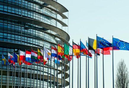 Il Parlamento Europeo chiede una nuova strategia industriale