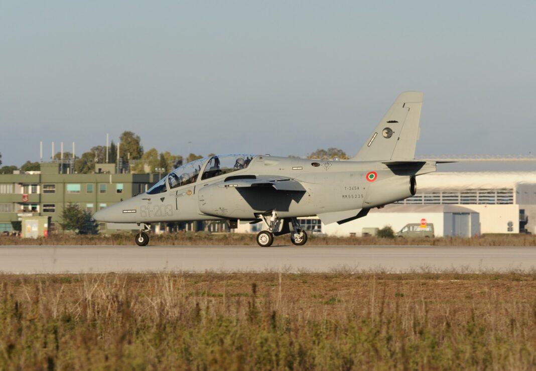 Leonardo: consegnati all'Aeronautica Militare i primi due M-345