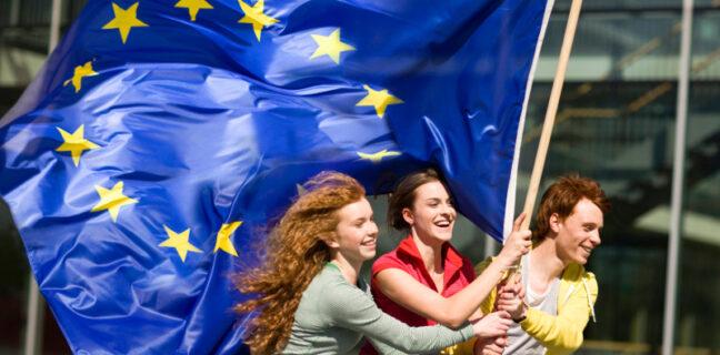 Il Parlamento europeo approva il rinnovato e più inclusivo Erasmus+