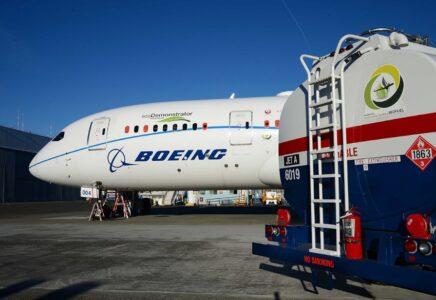 Boeing si impegna a fornire aerei commerciali pronti a volare con carburanti sostenibili al 100%