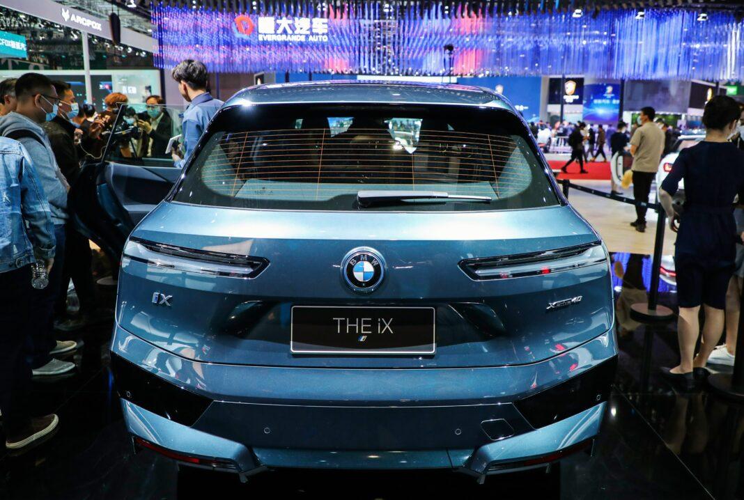 La BMW iX elettrica debuta all'Auto Shanghai 2021