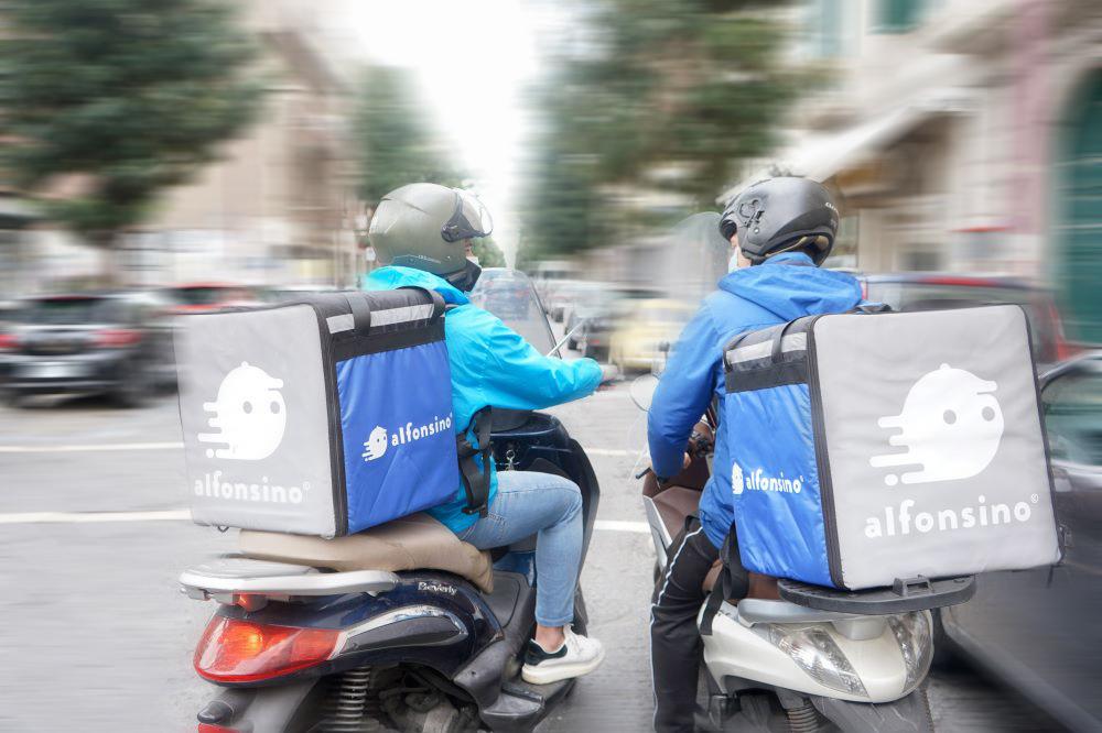 il servizio di Delivery annuncia di raggiungere Casalnuovo di Napoli, permettendo così agli abitanti che vivono nel raggio di 4 km e mezzo dal centro di poter ricevere comodamente a casa il proprio pasto in 30 minuti