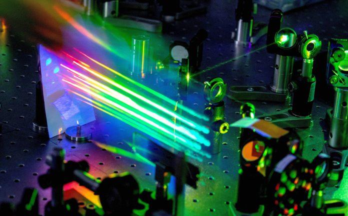 . Il lavoro, apparso sulla prestigiosa rivista ACS Nano, apre la strada allo sviluppo di nuovi dispositivi ottici miniaturizzati - luce