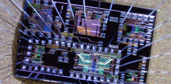 Il chip ottico che indirizza i dati della banda larga