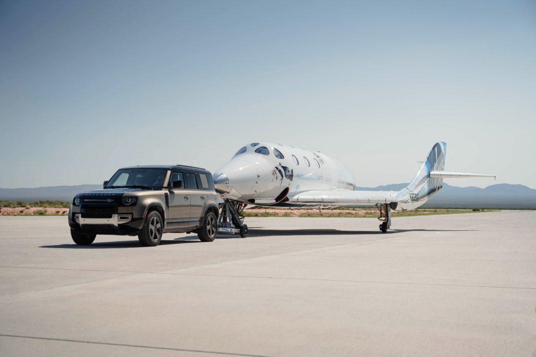 I veicoli Land Rover supportano il primo volo della Virgin Galactic